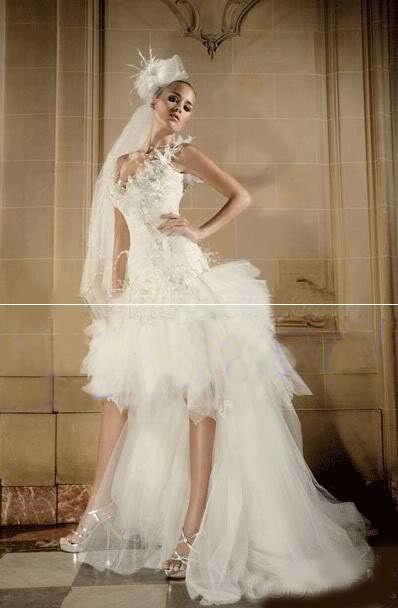 """...дизайнером свадебных платьев """".  На заре своей карьеры модельер."""
