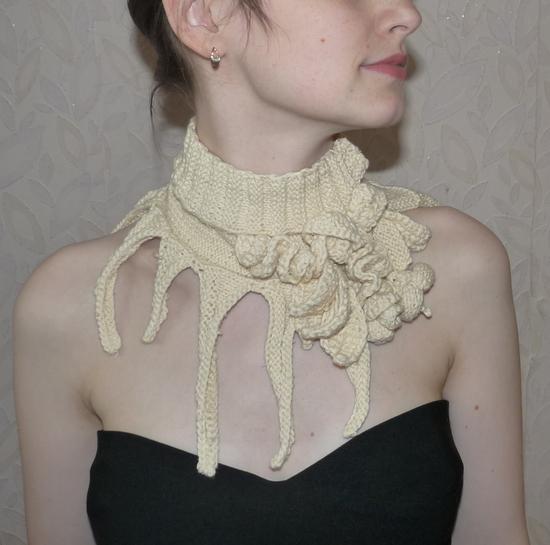 Эксклюзивные вязяные украшения на шею.