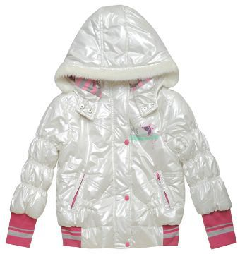 Мех на молнии, легко отстегивается и зимняя куртка становится плащом.
