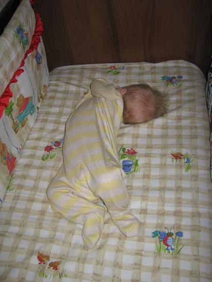 Почему новорожденный спит плохо.