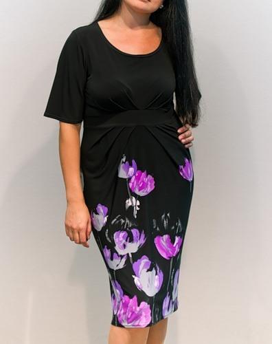 Красивое платье с необычной расцветкой.  Черный верх, красивые цветы...