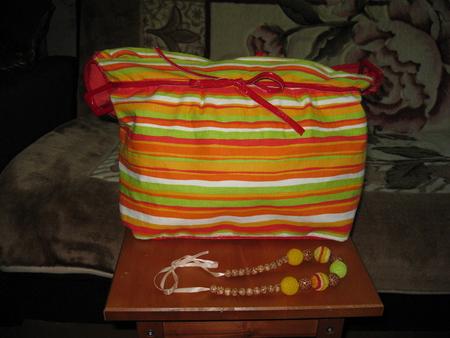 Сшила сумку из льна на молнии типа пляжной.Носится на плече,внутри...
